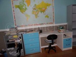 столик в детскую комнату