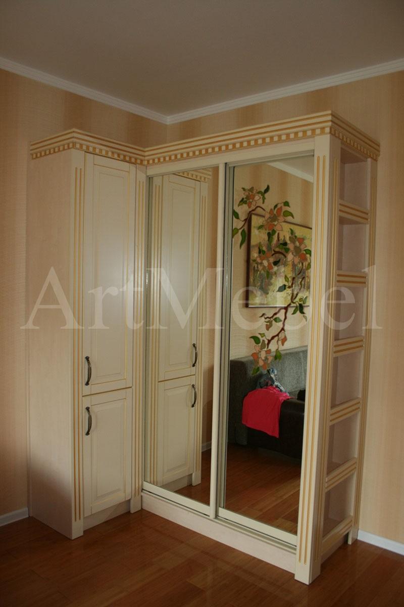 шкаф-купе с раздвижными зеркальными дверями