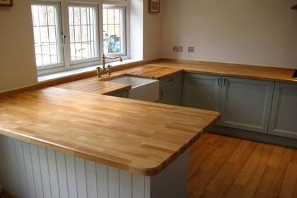 кухня с деревянной столешницей на заказ